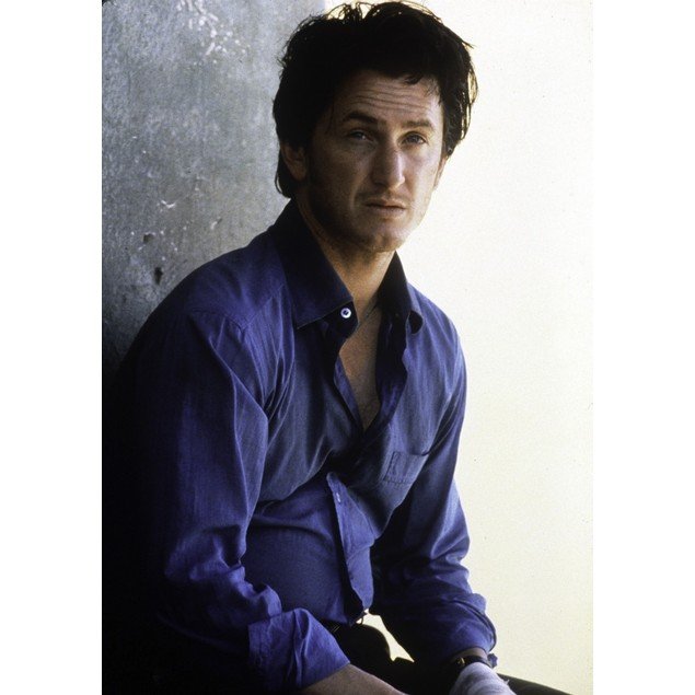 Publicity still of Sean Penn for U-Turn Poster