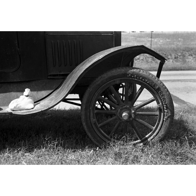 Automobile, 1939. /Ndetail Of An Automobile Of A Migrant Family, With A Sac