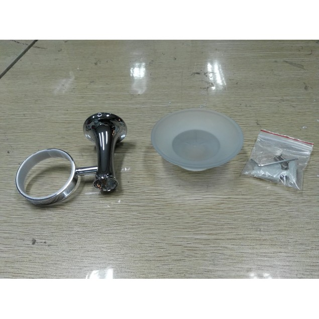 Chesta's Metal Soap Holder with Glass Soap Dish