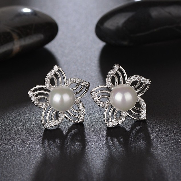 Shell pearl flower stud earrings