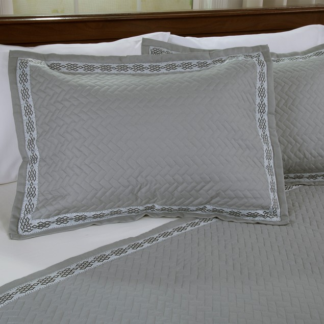 Lavish Home Valencia Embroidered 2 Piece Quilt Set - Twin