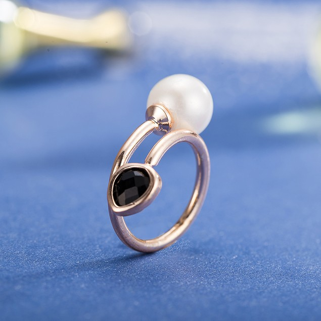 Rose Gold Plated Sleek Onyx & Pearl Ring