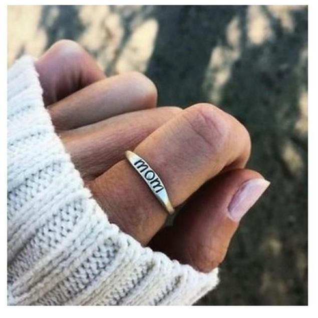 Mom Engraved Elegant Ring