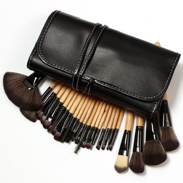 32 Piece Makeup Brush Set With Case In Brown
